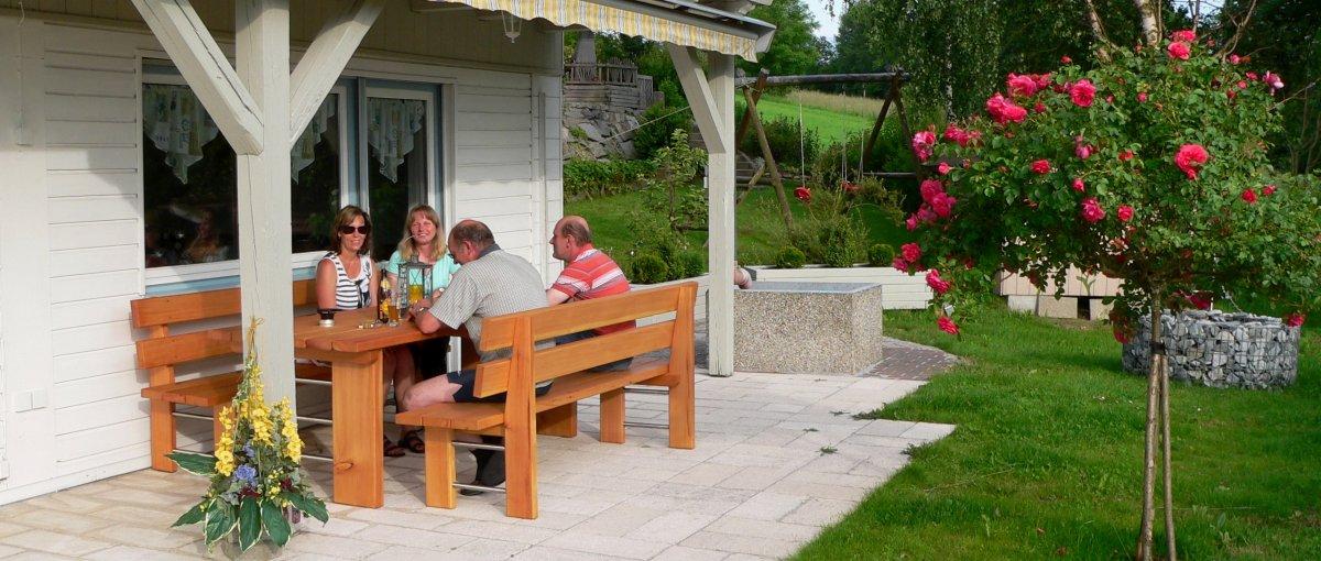 Ferienhaus Bayerischer Wald Feiern auf der Terrasse